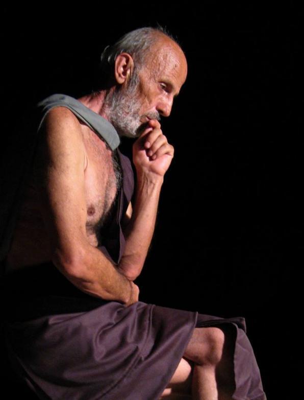 NOV 22, Θεατρικό «Μια νύχτα χωρίς τον Σάντσο - Οι τελευταίοι λόγοι του Δον Κιχώτη πάνω στον σταυρό του», με το Νίκο Καλαμό