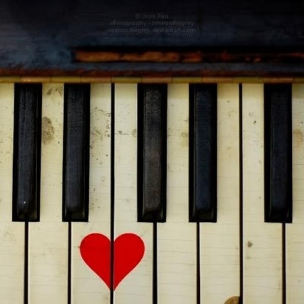 MAY 14 Ο Χρήστος και το πιάνο σε απρόβλεπτα τραγούδια