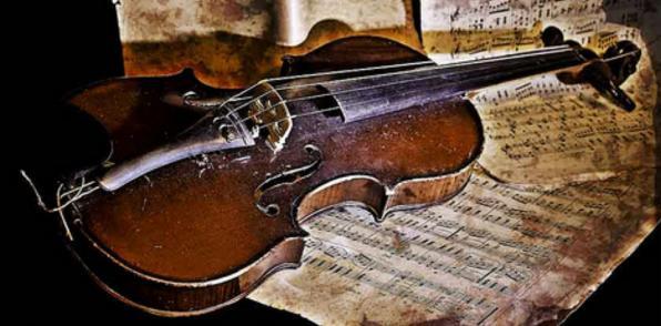 MAY 24 Παραδοσιακά με βιολί, λαούτο και κρουστά στο καφενείο μας!
