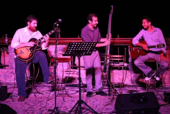Live Jazz n' Swing με τους Tea for 3