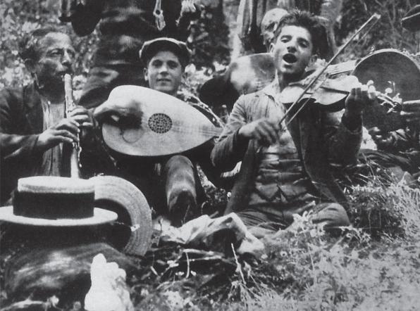 Θαλασσοβρεγμένα Παραδοσιακά με Βιολί και Λαούτο