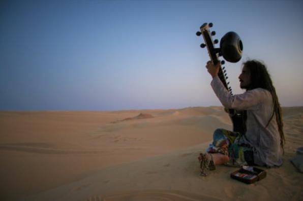 Σάββατο 14/9, Ινδική κλασσική μουσική με Sitar και Esraj με τον Ιάσονα Ψαράκη